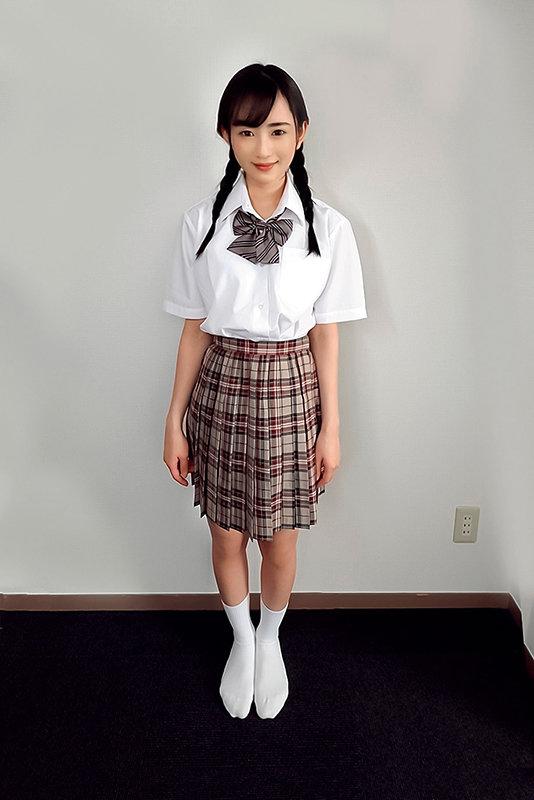 素人ヘアヌード大図鑑~十代の無毛な制服美少女編 画像1