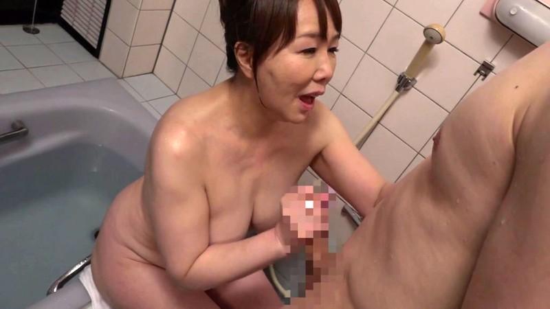 巨乳五十路の母に生中出し 真田紗也子