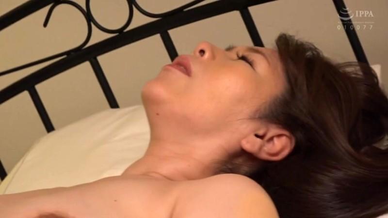 僕に勃起薬を●ませて巨尻で痴女るお母さん 翔田千里15