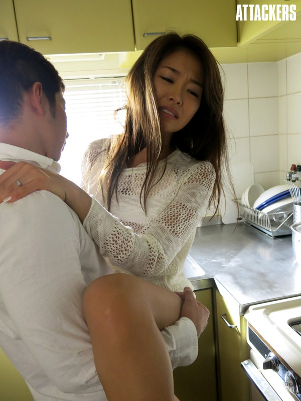 夫の目の前で犯●れて- 望まぬ訪問者 夏目彩春サンプルF2