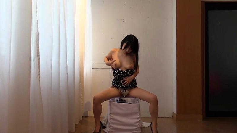 挑発ミニスカ痴女スケスケ透明椅子パンモロ密着パンティー