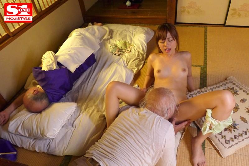 【美少女】 素直すぎて何でも聞いちゃう老人介護士 瑠川リナ キャプチャー画像 6枚目