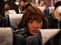 夜行バスに派遣された明日花キララが声の出せない状況でガチ素人さんを誘惑して、無音スローピストンSEXまでしちゃいました。-エロ画像-1枚目
