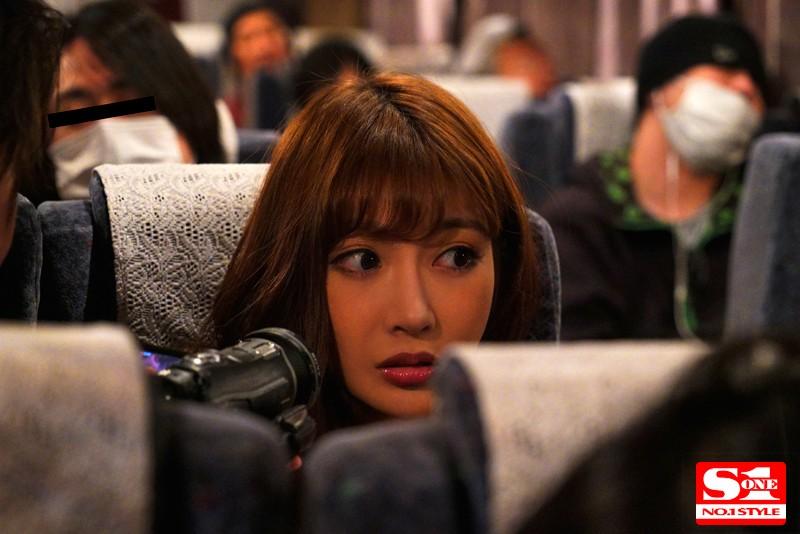 【痴女】 夜行バスに派遣された明日花キララが声の出せない状況でガチ素人さんを誘惑して、無音スローピストンSEXまでしちゃいました。 キャプチャー画像 1枚目