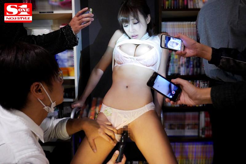 S級スレンダーな巨乳の美女、明日花キララのフェラバック痴漢無料H動画。【痙攣動画】