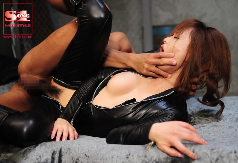 ボンテージの美女女捜査官、吉沢明歩の拘束SM拷問プレイ動画。【変態】
