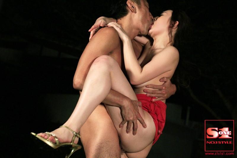 交わる体液、濃密セックス特別編 見せつけ野外性交 仲里紗羽[高画質フル動画]