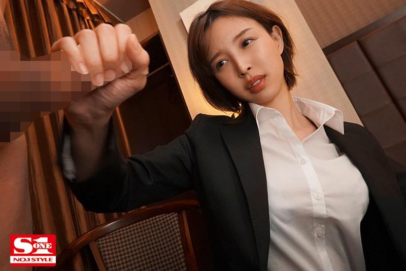 美人上司と童貞部下が出張先の相部屋ホテルで…いたずら誘惑を真に受けた部下が追撃射精の絶倫性交 葵つかさ 画像4