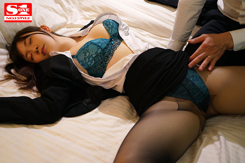 相部屋NTR 絶倫上司と新入社員が朝から晩まで、不倫セックスに明け暮れた出張先の夜 藤田こずえ