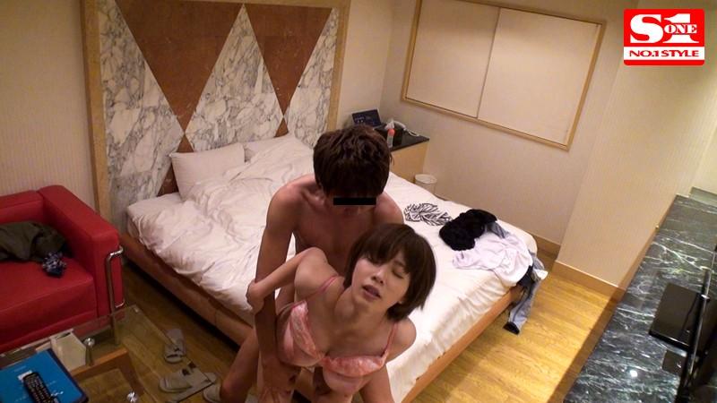 盗撮リアルドキュメント! 密着42日、奥田咲のプライベートを激撮し、偶然を装って4回に渡り近づいてきたイケメンナンパ師に引っ掛かって、SEXまでしちゃった一部始終 キャプチャー画像 7枚目