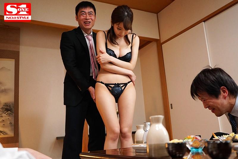 愛妻NTR 取引先の肉弾接待に使われた巨乳妻の寝とられVTR 葵 画像10