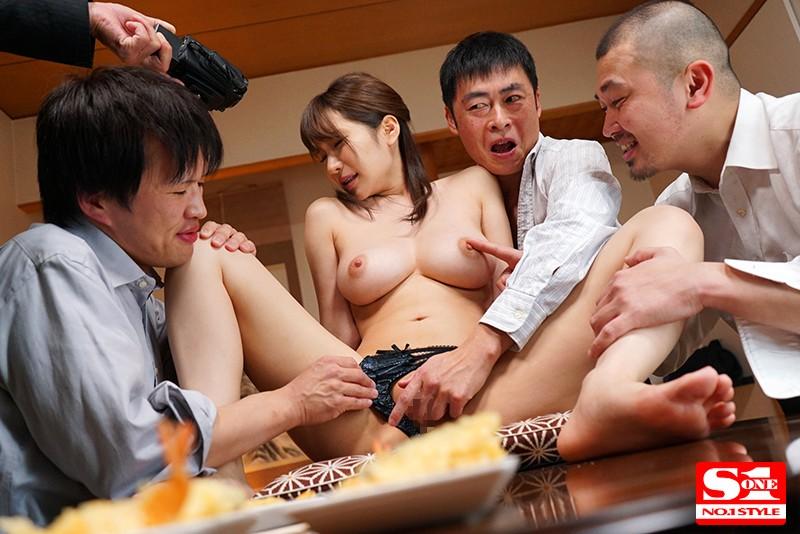 愛妻NTR 取引先の肉弾接待に使われた巨乳妻の寝とられVTR 葵 画像5