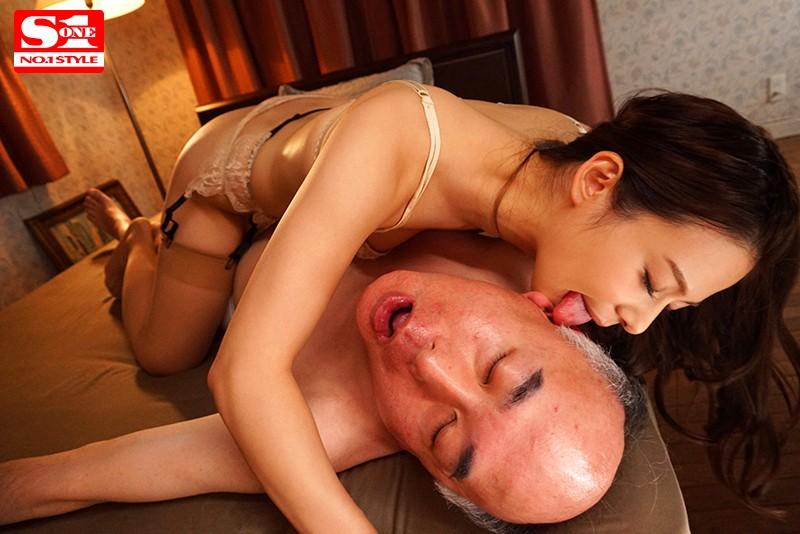 おじさん好き痴女美少女がアナル・金玉・亀頭を貪り尽くす中年狂い全身舐めしゃぶりMAX 吉高寧々 5枚目