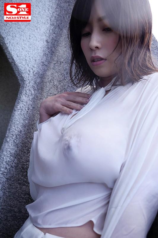 朝から晩まで義弟に濡らされ脅迫レ×プされる私… ~巨乳人妻の透けて張りついたブラウスの先~ 奥田咲 の画像9