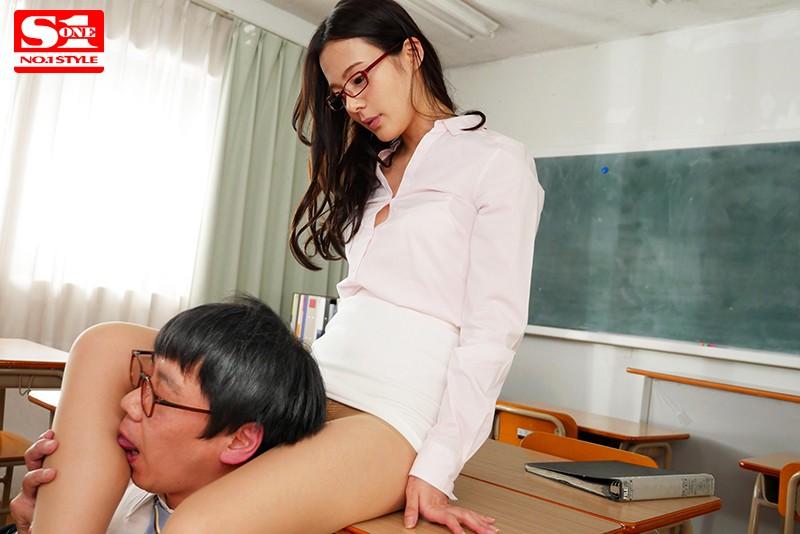 父兄をミニスカ誘惑で寝取る美人痴女教師 吉高寧々
