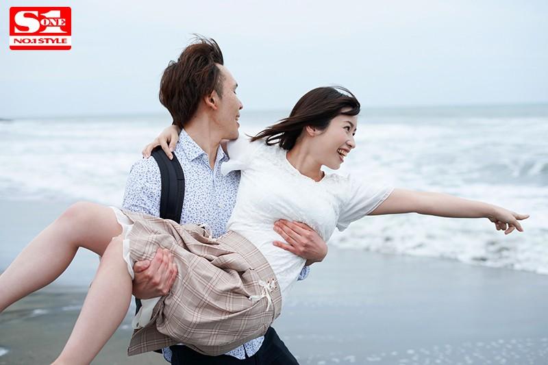 新婚旅行NTR 夫と思い出のビーチで愛を育んでいたら昔ナンパされたチャラ男に寝取られた巨乳人妻 奥田咲 画像7