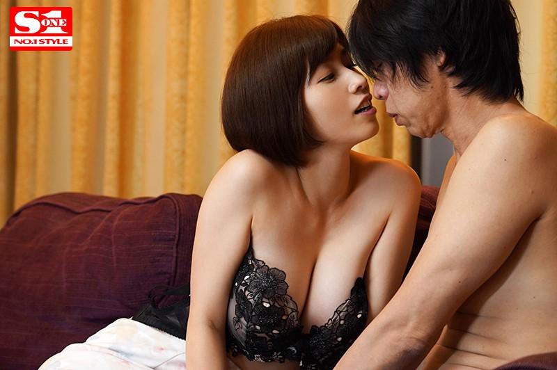 旦那不在の2日間、本能のまま不倫セックスに明け暮れた不実な週末 奥田咲 9枚目