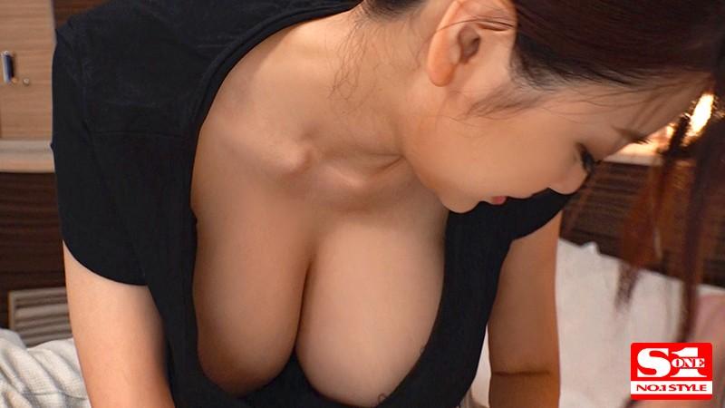 透けるノーブラ、ポロリしちゃうJcup 着衣神乳の誘惑 安齋らら 画像10