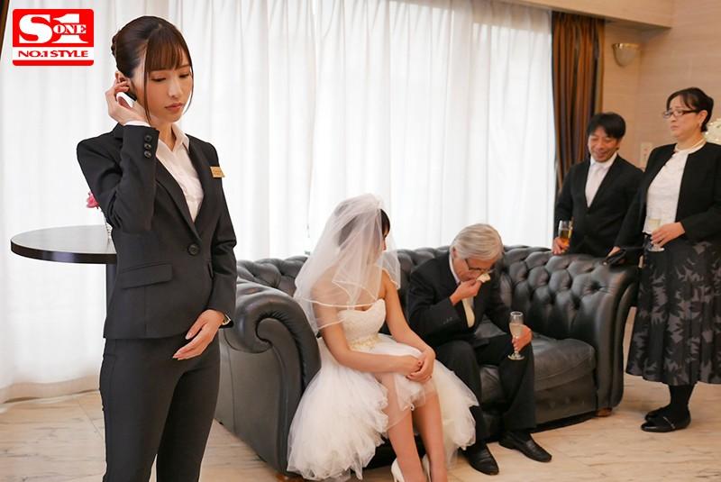 結婚式直前から式の終りまで…新婦の目を盗んで新郎を誘い寝取る美人ウエディングプランナー 天使もえ 2枚目