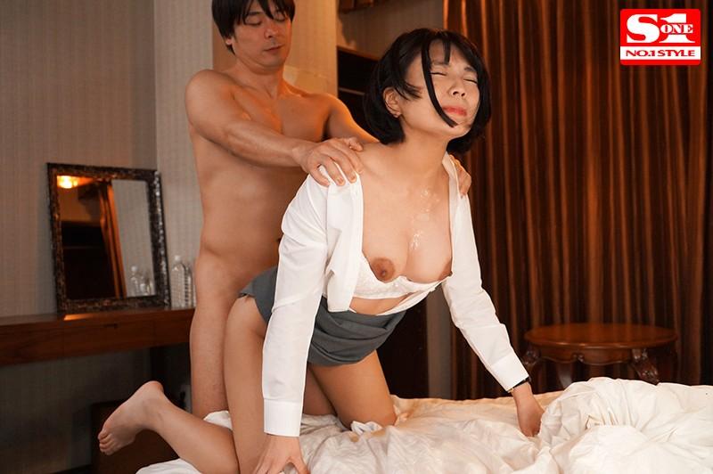 相部屋NTR 朝から晩まで、絶倫上司との不倫セックスで巨乳社員が膣堕ちした出張先の夜 乃木蛍5