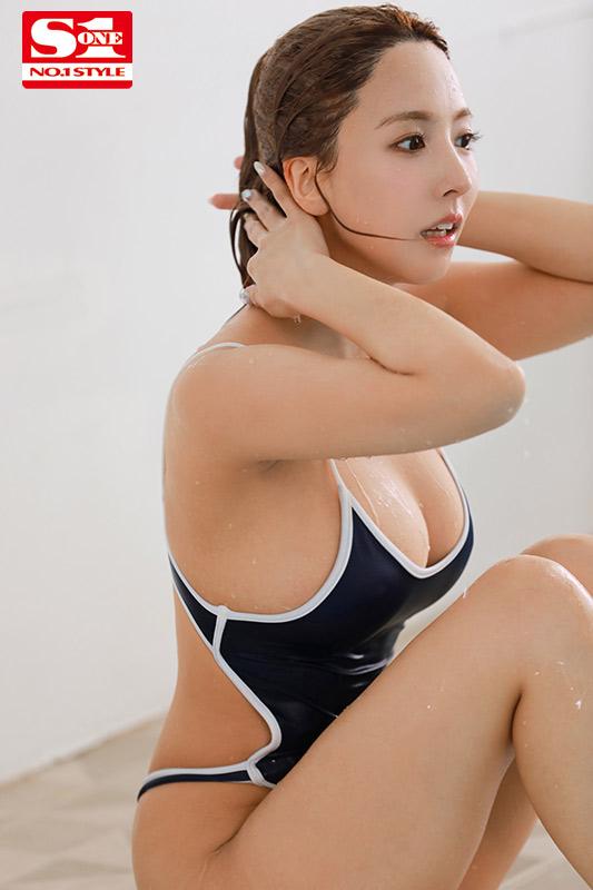 スク水巨乳の水泳部顧問は元グラビアアイドル…濡れ透ける先生の巨乳に我慢できなくて、じっとり汗だくひたすら密着交尾 三上悠亜