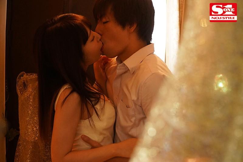 交わる体液、濃密セックス 完全ノーカットスペシャル 潮美舞 1枚目