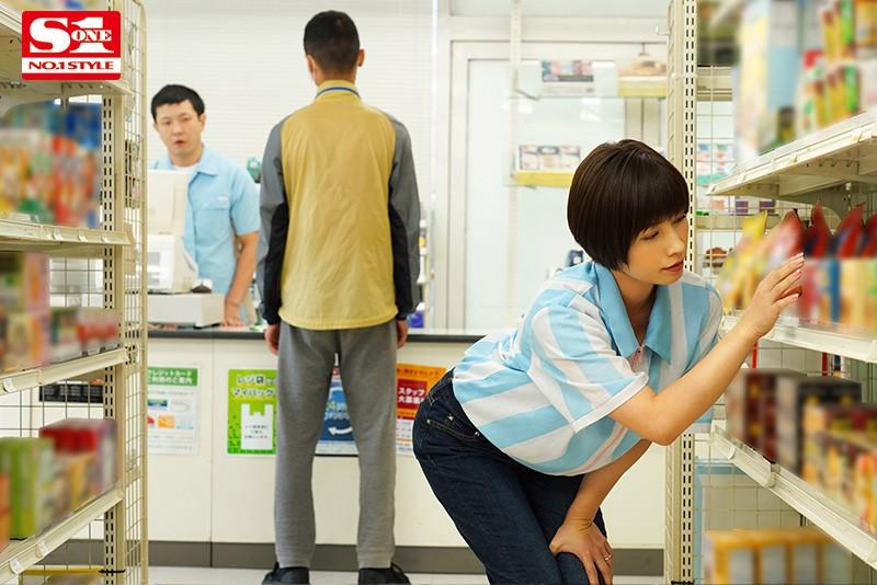 バイト先の店長の奥さんがどスケベ過ぎて僕のカラダが持ちません… 奥田咲 1枚目