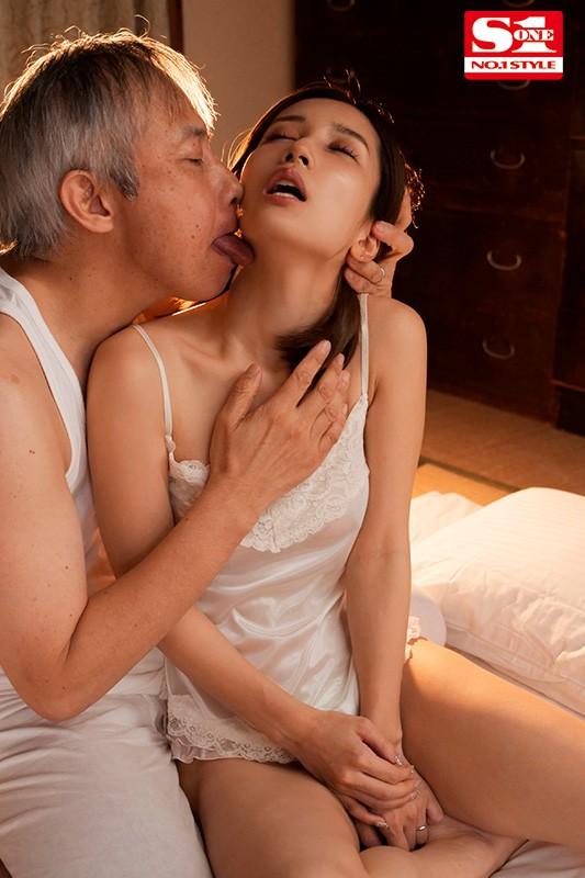 義父の濃厚な舌技で舐め堕ちした美人妻 小島みなみ 6枚目