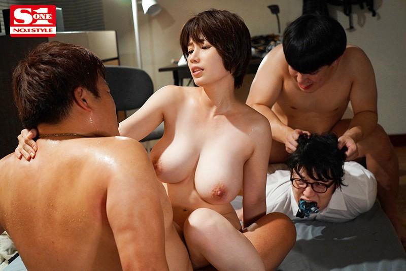 綺麗で優しい自慢のお母さんがゲスな不良先輩たちに犯●れるのを見てしまった僕 奥田咲 サンプル画像 7