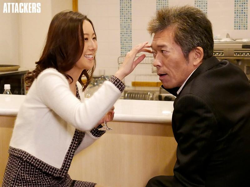 同窓会で再会した教え子が、人妻になって色気が増していたので朝まで夢中でヤリまくった。 松下紗栄子 1枚目