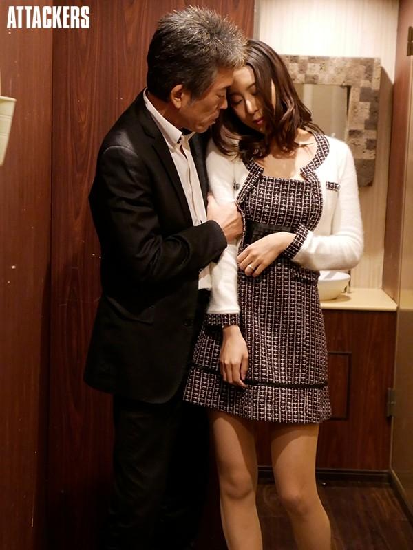 同窓会で再会した教え子が、人妻になって色気が増していたので朝まで夢中でヤリまくった。 松下紗栄子 2枚目