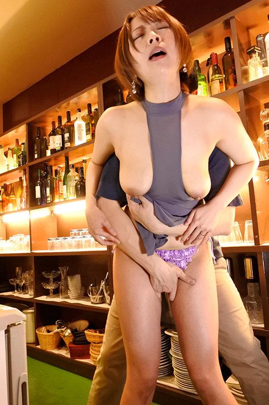 場末の小さな街で見つけたGカップの巨乳ママ スケ透けドレス中出し枕営業 なおさん32歳