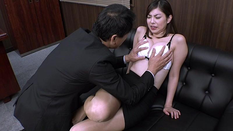受刑者や職場の上司に迫られる咲流さんは、セクハラされまくりの女刑事 卯水咲流7