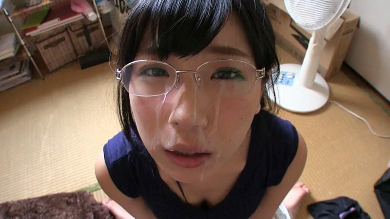 【美少女 フェラ抜き】メガネの美少女の、フェラ抜きぶっかけ顔射プレイ動画!