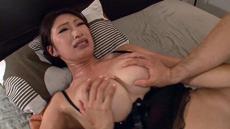 息子に中出しセックスされちゃったわ。でもいいの私も気持ちよかったから。。。小早川怜子