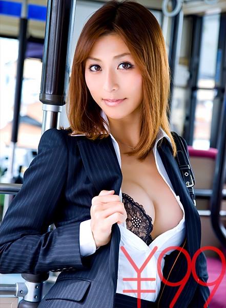 こ、これは!走行中のバス内でセックス。おとり捜査官ひなっちが、バレて捜査対象の男達にチ○ポ挿れられる。色んな意味で興奮する動画です。1対4じゃどうにもならない。抑え込まれ代わる代わる突っ込まれ、ぶっかけられる。 朝日奈あかり