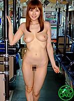 路線バスに乗ってきたHカップ全裸女が、乗客のチ○ポをフェラ抜き!走行中のバスの中で全裸女が目の前の乗客のパンツ下げて手コキ。他の客が見てる前でフェラ。一番後ろに移動して、手コキ&じゅぼじゅぼフェラ。最後はキス&手コキで大量ザーメン発射! 麻美ゆま