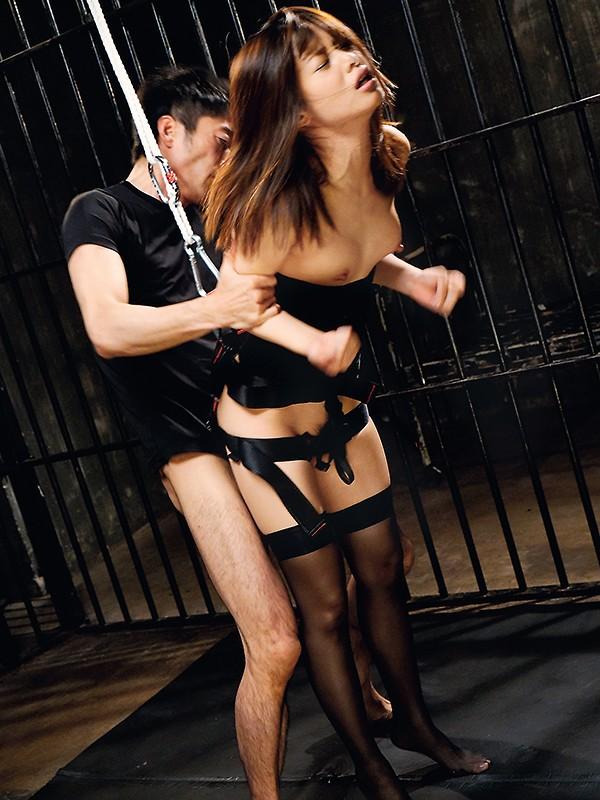 生意気なモデルを監禁しておしおきセックス!腰を固定され浮いてるマ○コにチ○ポを挿れる。嫌がる彼女を無視してバンバン腰振り。何度もイカセて脚はガクガク、理性崩壊寸前。立っていても倒れ込んでも容赦なくチ○ポぶち込みピストン。最後も無許可中出し 川上奈々美1