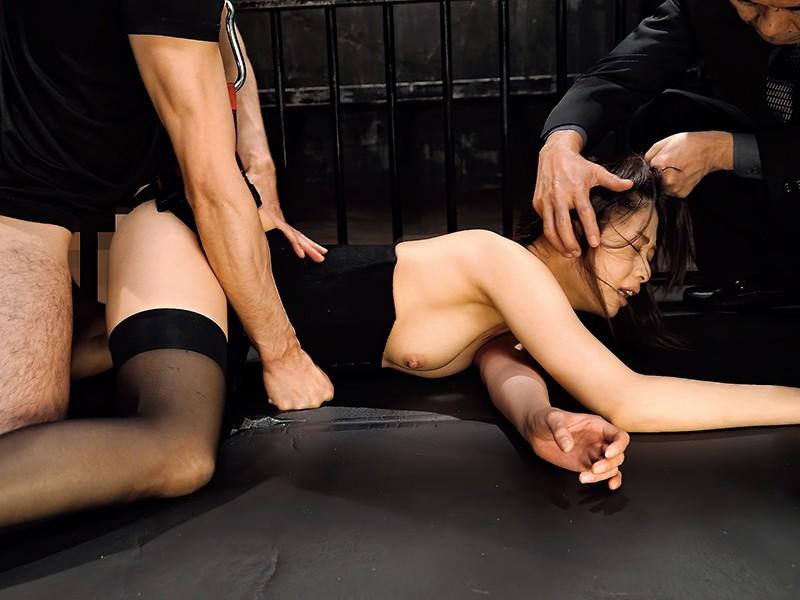 生意気なモデルを監禁しておしおきセックス!腰を固定され浮いてるマ○コにチ○ポを挿れる。嫌がる彼女を無視してバンバン腰振り。何度もイカセて脚はガクガク、理性崩壊寸前。立っていても倒れ込んでも容赦なくチ○ポぶち込みピストン。最後も無許可中出し 川上奈々美3