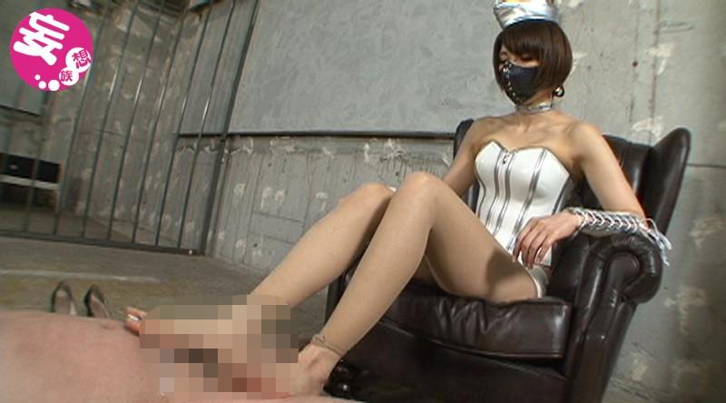 美脚処刑人スージーQの勃起破壊!金蹴り極刑拷問 画像8