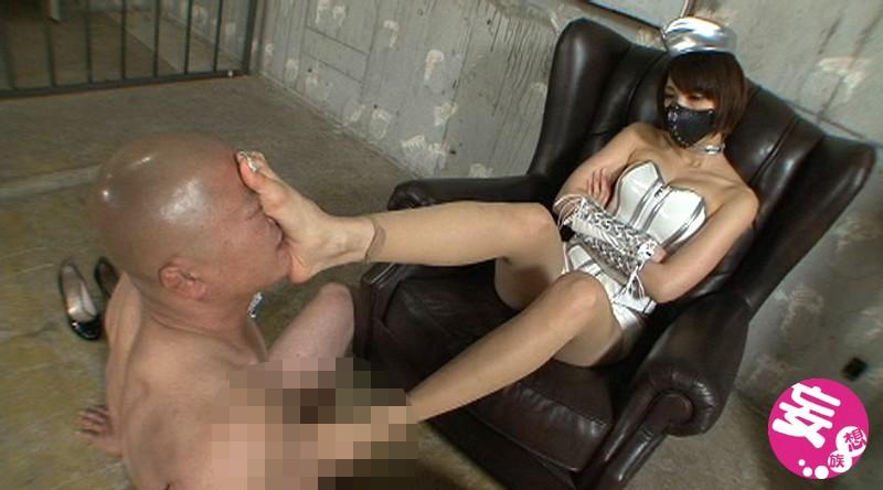 美脚処刑人スージーQの勃起破壊!金蹴り極刑拷問 画像9