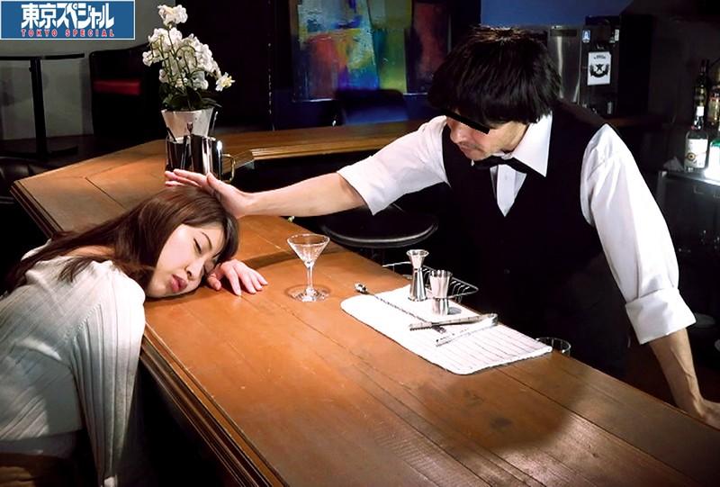 東京銀座BARオーナー盗撮動画 知らずに入店したら姦られる… 昏睡BAR4 モデル・タレント級美女ばかりを狙ったバーテンダーのカクテルには睡眠薬が混入されていた! キャプチャー画像 8枚目