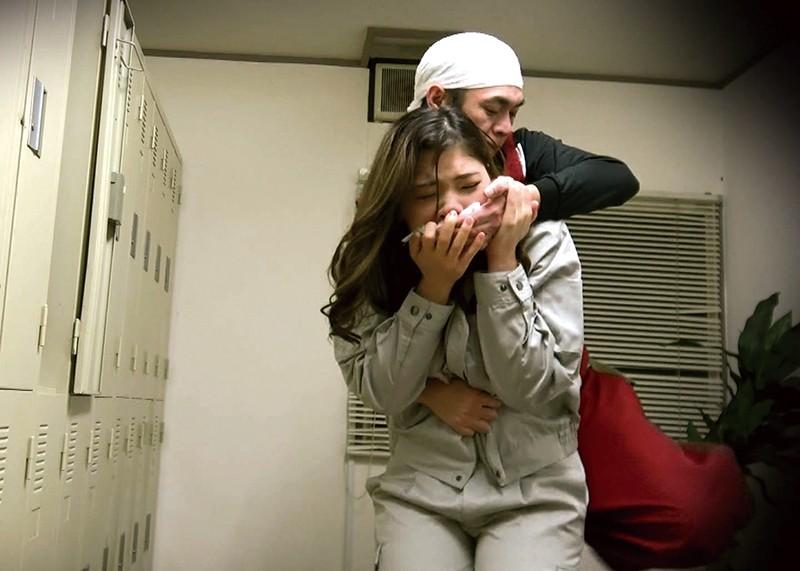 巨根ハンマー突貫作業! 襲われた女性現場監督 「あんた…こんな所で寝てると風邪ひくよ…」 キャプチャー画像 1枚目