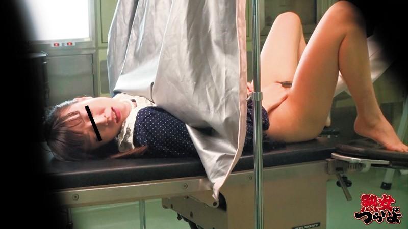 【熟女】 産婦人科医師より投稿 媚薬を極太注射され発情!エビ反りするほど感じちゃう!奥さんたち「せんせい、変なもの注射しませんでしたかぁ?あぁぁ感じるぅぅダメぇん」 キャプチャー画像 3枚目