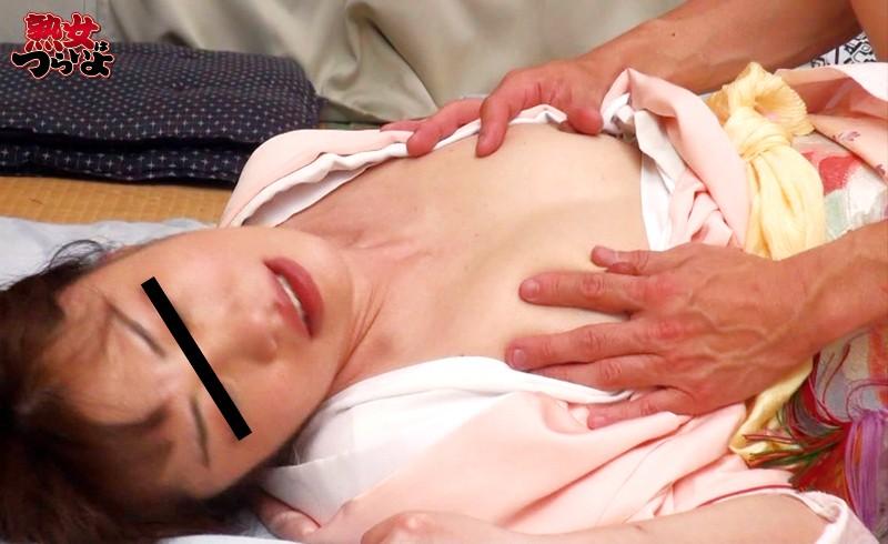 【中出し】 静岡県伊東市某温泉旅館 老舗温泉宿の女将にデカチン18cm見せたらヤレた3「えっ!もう朝ですか?あっスミマセン、ハダカで寝てしまったもので」 キャプチャー画像 4枚目