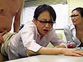 教育実習生「えっ、ここでやるんですか!?職員室ですよ」「ねぇ私たちとエッチでもしない?」「ちょっとどんなオチンチンか興味あるよねぇ」熟年女教師たちと赤ちゃんができちゃう!?中出し3Pした話