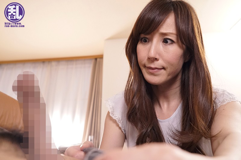 もっこり股間に涎を垂れ流し娘の彼氏を寝取りイキ乱れる僕の妻 澤村レイコ 1枚目
