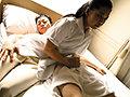 [UMSO-411] 出張先のビジネスホテルの一室に美人マッサージ師と思いがけず二人っきり…意識するほど勃起が抑えきれないボクのチ○ポをほっとけずにこっそり挿入して中出しまでさせてくれた