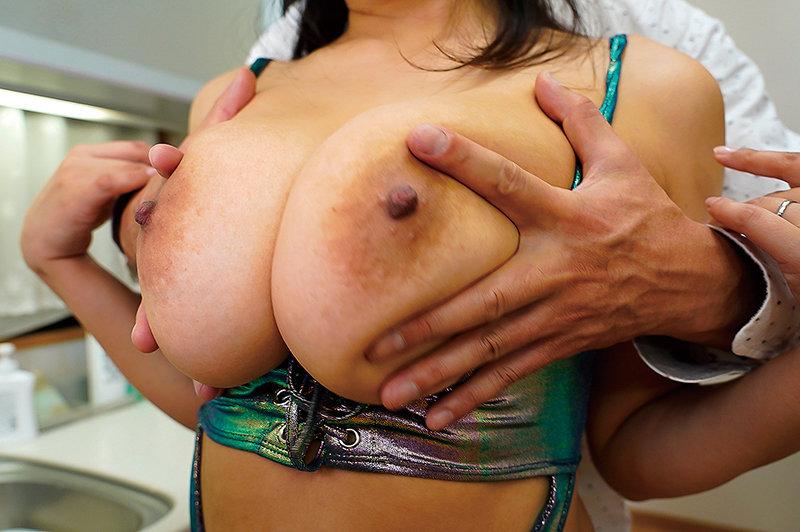 むっちむちボディの妻に超卑猥コスチュームを着せて刺激的中出し妊活性交VOL.02 5