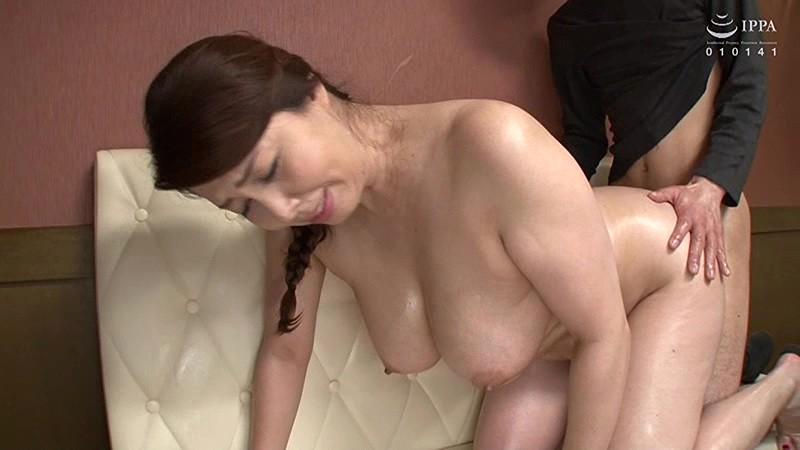 【風俗】爆乳でナイスバディでぽっちゃりの熟女人妻、風間ゆみのセックス中出しプレイがエロい!!